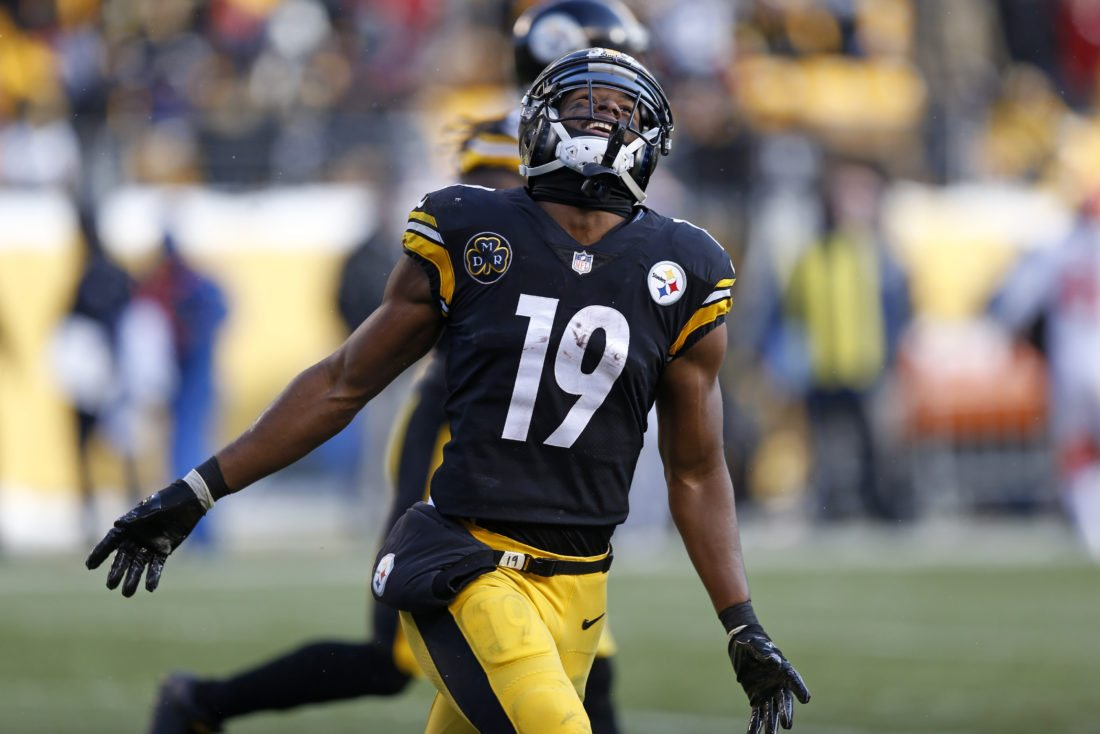 Pittsburgh Steelers wide receiver JuJu Smith-Schuster (19) celebrates his touchdown during the first half of an NFL football game against the Cleveland Browns in Pittsburgh, Sunday, Dec. 31, 2017. (AP Photo/Keith Srakocic)