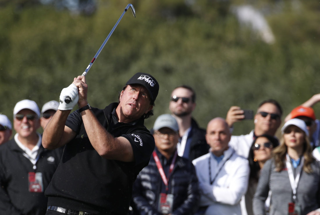 Woods-Mickelson 'pillow fight' struggles to match hype