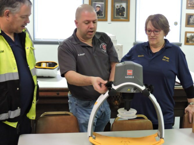 T-L Photo/DLYANMCKENZIE Bill Morgan, a firefighter and paramedic with the Cumberland Trail and OR&W fire districts, shows Patty Phillips, squad captain for the Smith Township VFD, how to use one of the new CPRchest compression systems.
