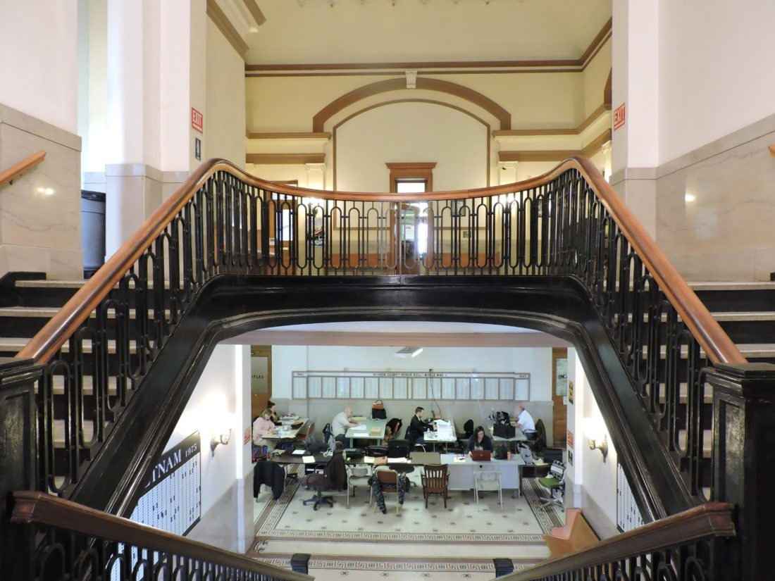 T-L Photos/MIRANDA SEBROSKI ABOVE: The courthouse steps wrap around to create left and right pathways.