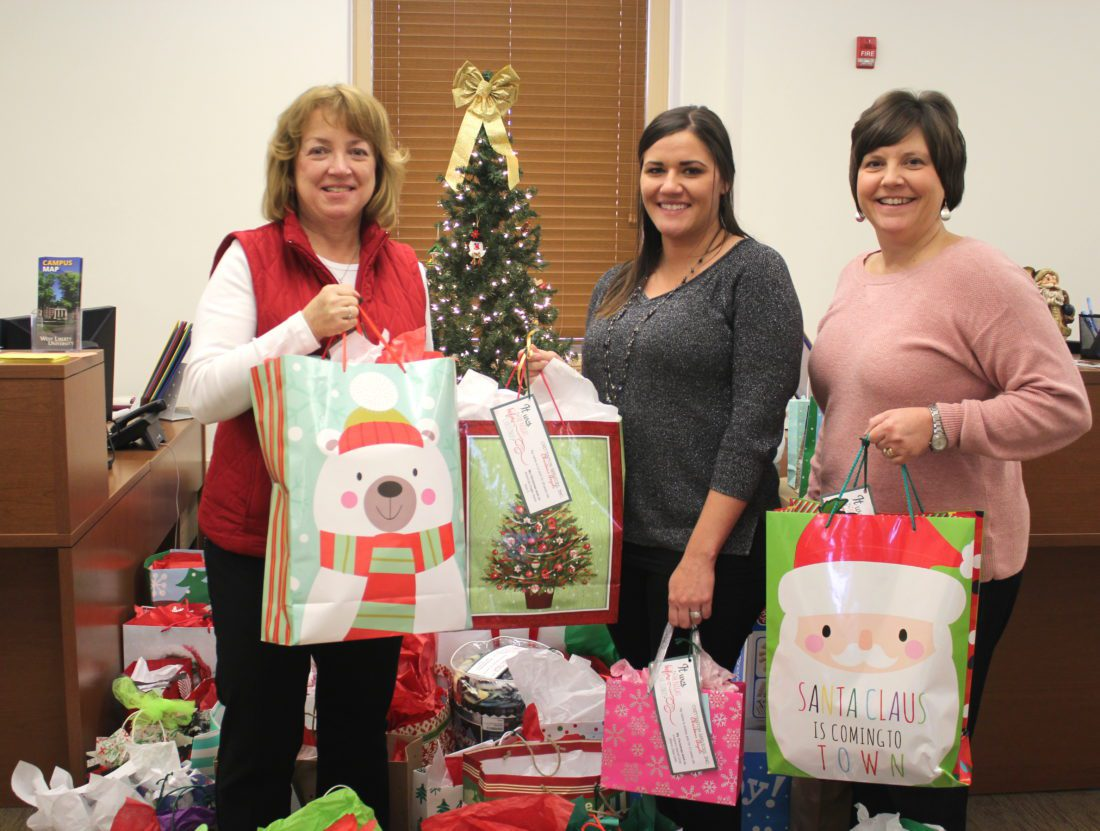 Wish Tree continues to spread good cheer | News, Sports, Jobs - The ...
