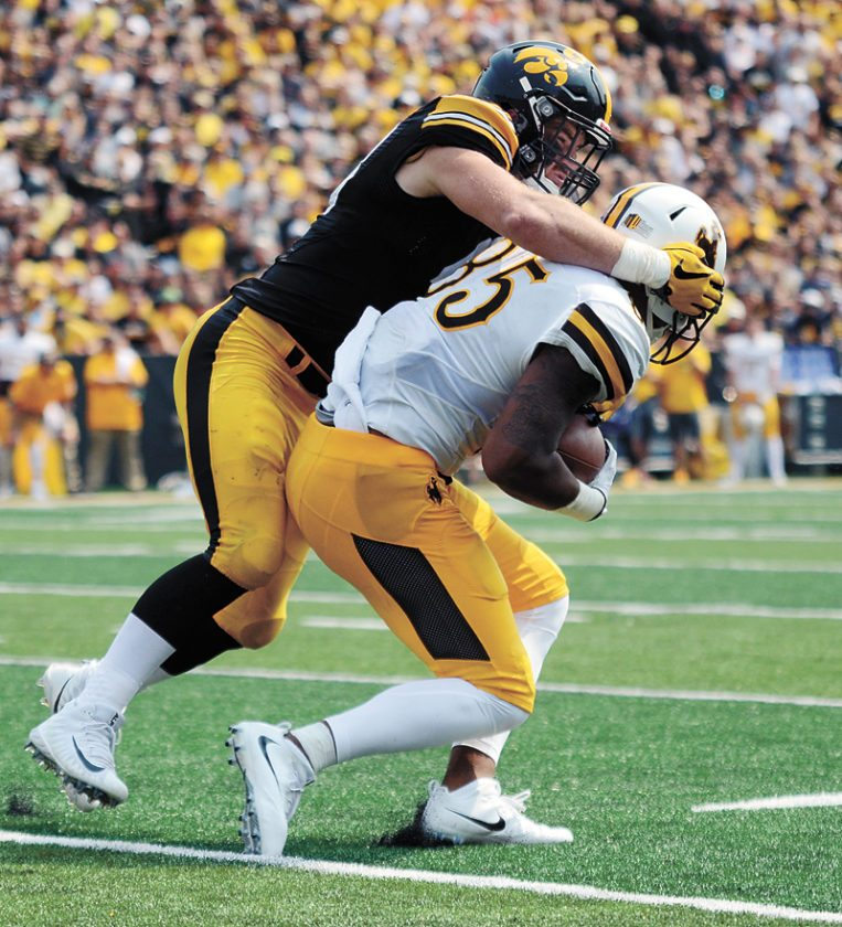 Iowa beats Wyoming in season opener, 24-3