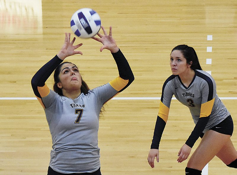 T-R PHOTO BY THORN COMPTON • Marshalltown Community College setter Jelena Dukic (7) sets up a pass for hitter Darrien Nelson (3) during the Tigers' loss to Iowa Western on Wednesday.