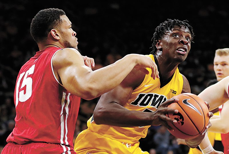 Hawkeyes start hot, stay hot in blowout of Wisconsin