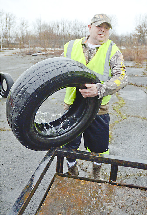 030117...R COMM SERVICE 1...Warren...03-01-17...Nicholas Vecchiarelli of Hubbard, a success story with the Community Service Sentencing Program, loads a tire onto a trailer from a vacant lot in Warren Wednesday morning...by R. Michael Semple