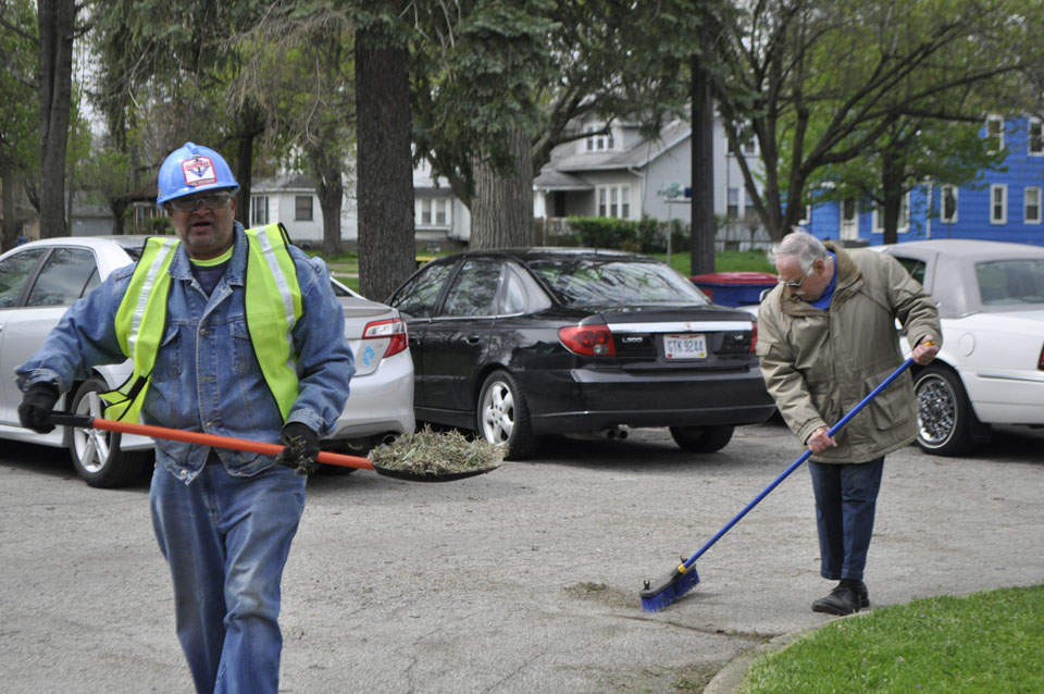 Tribune Chronicle / Renee Fox  Dan Houston, vice president of Community Concerned Citizens II, left, and Vince Flask clean up the parking lot at Quinby Park, where several volunteer groups met for an Earth Day cleanup Saturday.