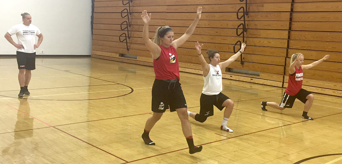 Tribune Chronicle / John Vargo Youngstown State assistant strength and conditioning coach Jake Tuura, left, looks on as YSU women's basketball players, from left, Alison Smolinski, Nikki Arbanas and Melinda Trimmer, do lunges.