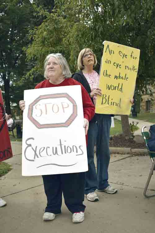 Pat Rogan of Greene, left, and Karen Zehr of Howland protested the death penalty Wednesday on Courthouse Square in Warren as the state executed Gary Otte, 45, for the 1992 murders of Robert Wasikowski and Sharon Kostura outside of Cleveland. Otte quoted the Bible in his final moments. Tribune Chronicle / Renee Fox