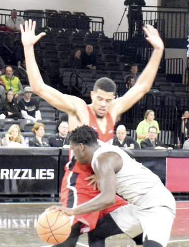 Tribune Chronicle / John Vargo YSU's Devin Haygood guards Oakland's Kendrick Nunn during the first half of Wednesday's game in Rochester, Mich.