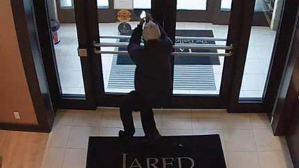 3 Boardman jewelry store robbers at large News Sports Jobs