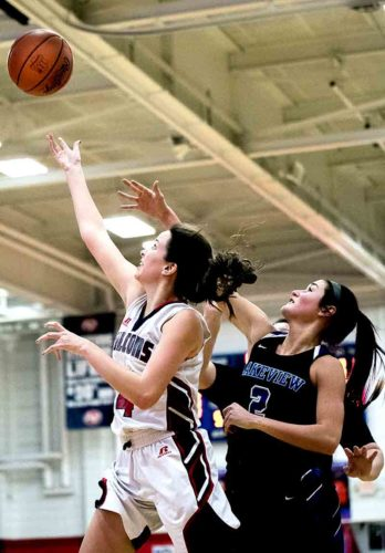 Special to Tribune Chronicle / Dianna Oatridge Fitch's Camryn Constance goes to the basket past Lakeview's Lindsay Carnahan Wednesday in Austintown.