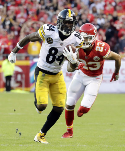 HEADED TO THE END ZONE — Pittsburgh Steelers wide receiver Antonio Brown runs for a touchdown ahead of Kansas City Chiefs defensive back Phillip Gaines during the second half of an NFL football game against the Kansas City Chiefs in Kansas City, Mo., Sunday. -- Associated Press