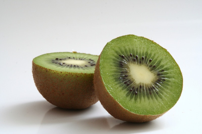kiwi for glowing skin and hair