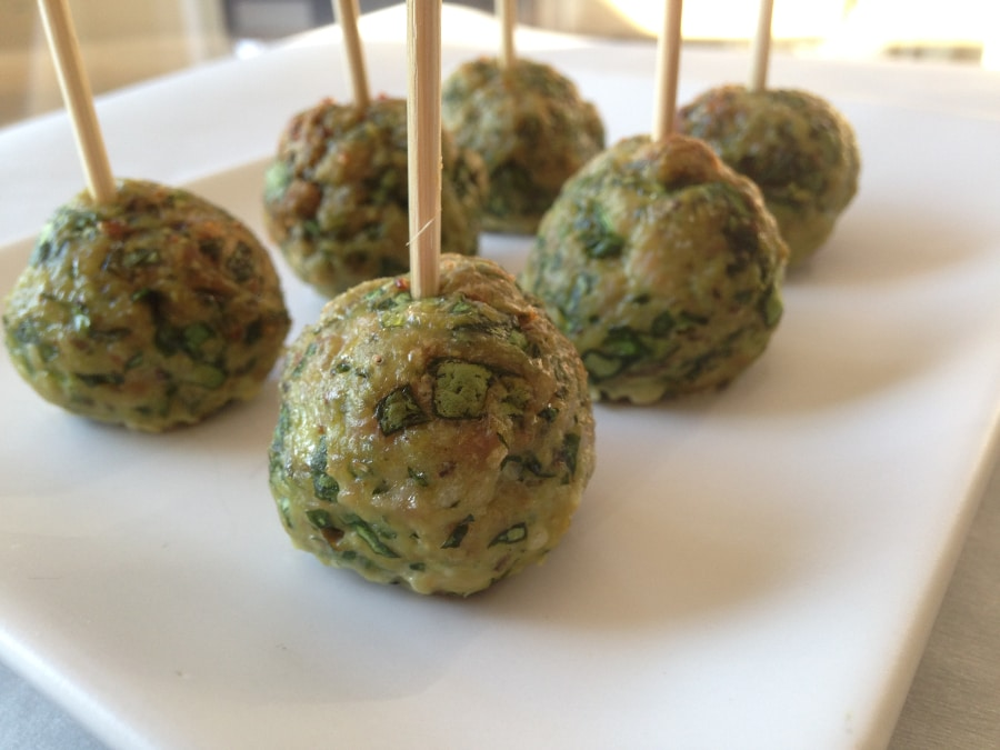Ground Turkey Meatballs With Spinach and Parmesan | www.onecleverchef.com. Ground turkey, spinach, garlic, parmesan, Italian breadcrumbs, egg, oregano, Yum!