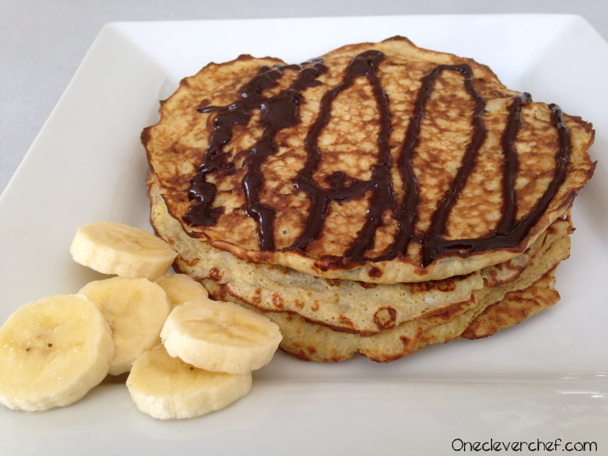 5-Minutes Banana & Egg Pancakes With Homemade Chocolate Syrup | Onecleverchef.com Ingredients: Bananas Eggs, coconut oil, cocoa powder, honey, vanilla. Yum!