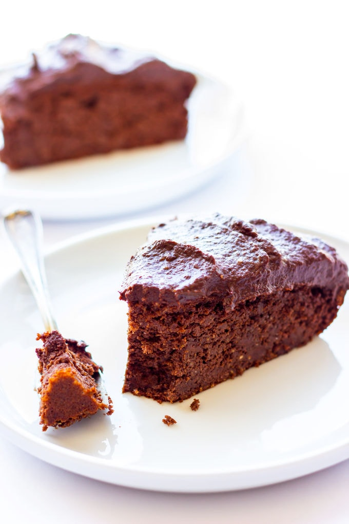This healthy and decadent double chocolate chia cake is made of 100% real food ingredients. It is extra moist, rich and bursting with flavor. Easy to make, this delicious and versatile dessert is perfect for the novice baker. It is also paleo, gluten-free, eggless and flourless making, it the perfect guilt-free dessert or snack. With added protein, this recipe is also perfect as a post-workout treat. | www.onecleverchef.com