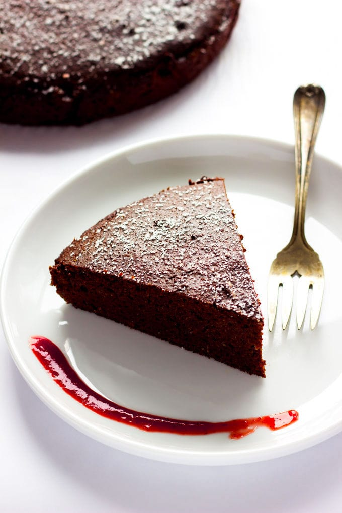 This chocolate flavored vegan mud cake is dense, fudgy and so satisfying! Healthy to boot, flourless and refined sugar-free, there is no shame in having a second piece of this decadent dessert. With a whopping 14 grams of protein per portion, go ahead and reward yourself after that hard workout with a huge piece, you deserve it!