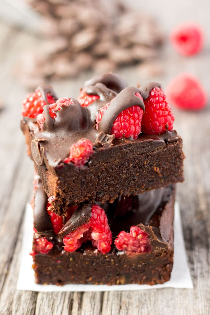 These healthy Raspberry and Chocolate Protein Browniesare deliciously moist and extra rich. Naturally sweetened, this melt in your mouth protein snack is the perfect post-workout treat. Made with dates and almond flour, this guilt-free, decadent dessert is also paleo, vegan, gluten-free, dairy-free, egg-free and flourless. | www.onecleverchef.com
