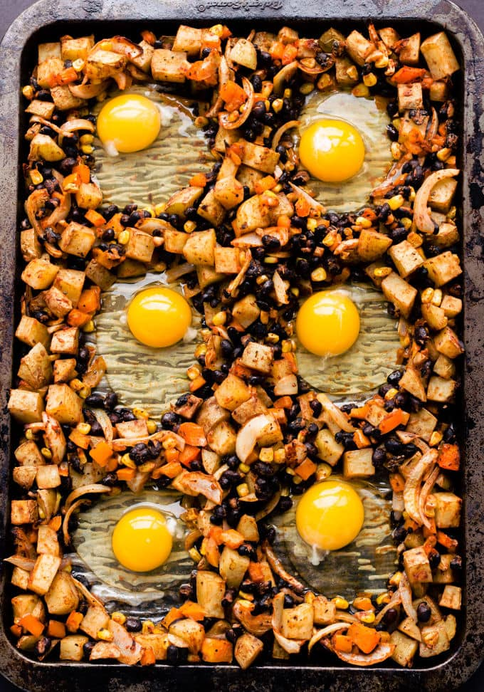 This dairy-free breakfast casserole with potatoes and eggs is the perfect family pleaser. You will love this super healthy breakfast bake as it is quick and easy to make, but also because it is the perfect meal idea for picky eaters. This kid-approved recipe is also gluten-free, vegetarian and could be made paleoby replacing two simple ingredients. | onecleverchef.com #healthy #breakfast #gluten-free #vegetarian #onepanbreakfast #easybreakfast #onecleverchef