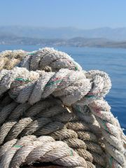 Rope-on-the-boat-with-the-sea-on-the-background