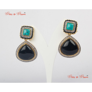 Earrings - Onyx dominating earrings with square shaped