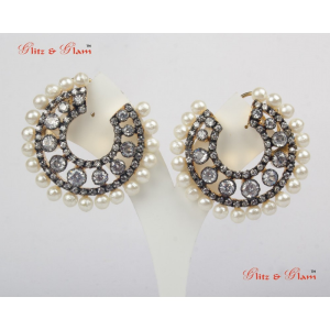 Earrings -  Pearl round earrings with white crystals