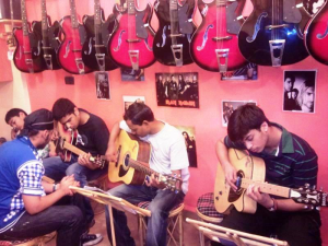 Private Home Tuitions For Guitars,Drums,Keyboard and Violin In Mumbai