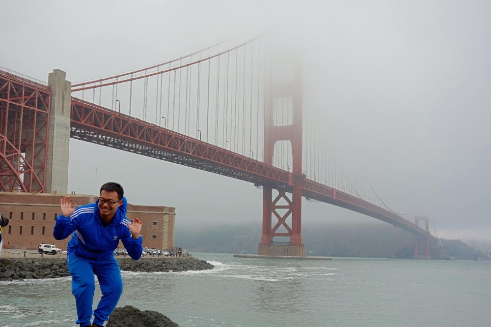 Golden Gate Bridge Single Traveler Pose