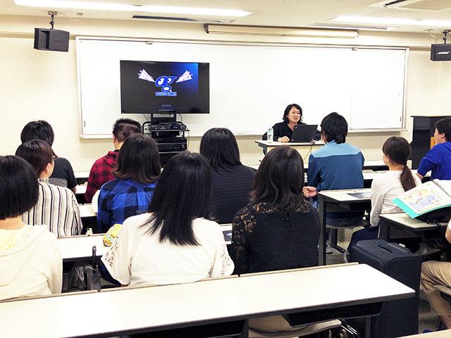 学内企業説明会を行いました。
