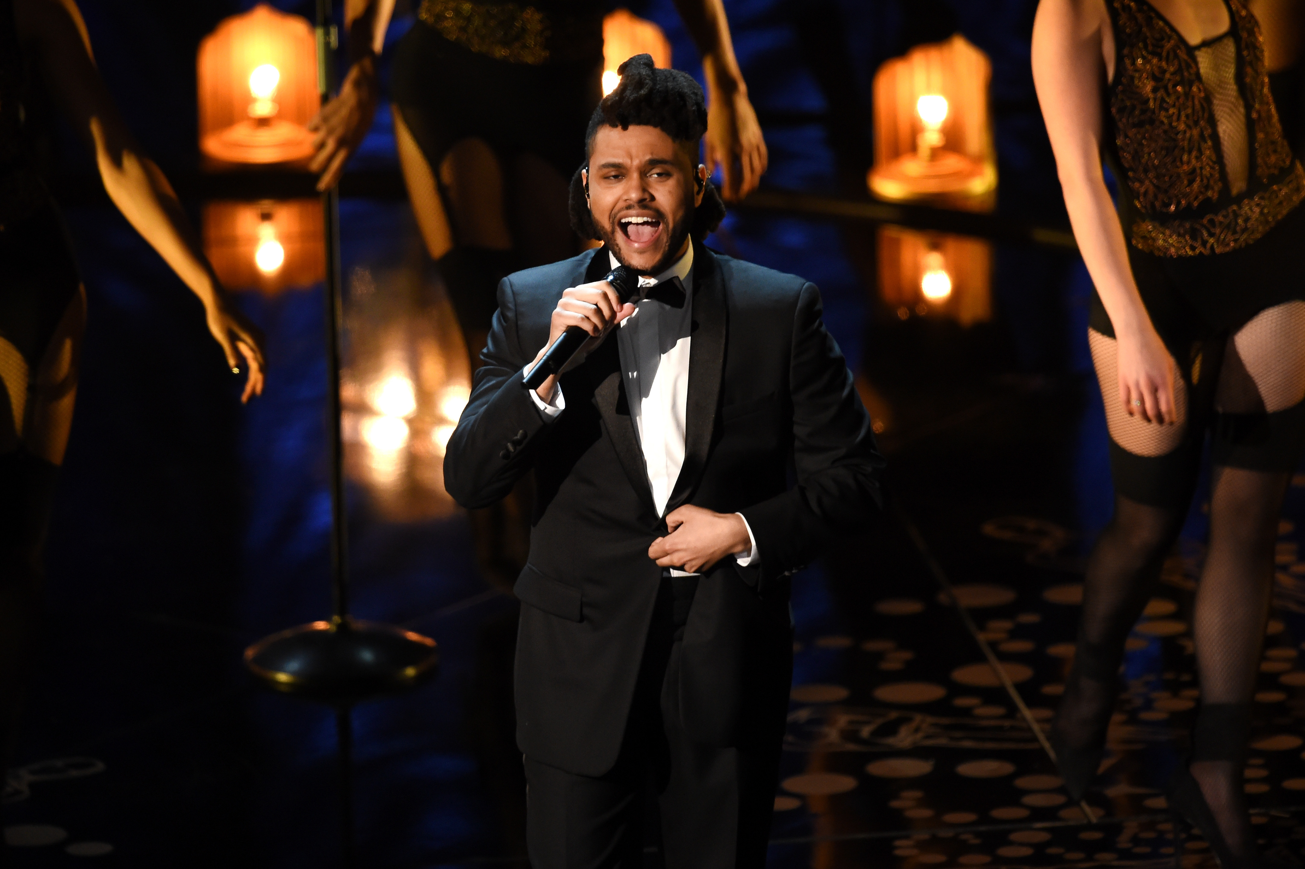 The weeknd performs earned it on the 2016 oscars for House music singers
