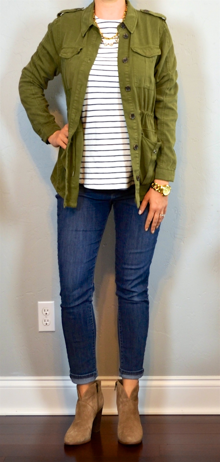 Outfit post green military jacket striped shirt skinny jeans ankle boots