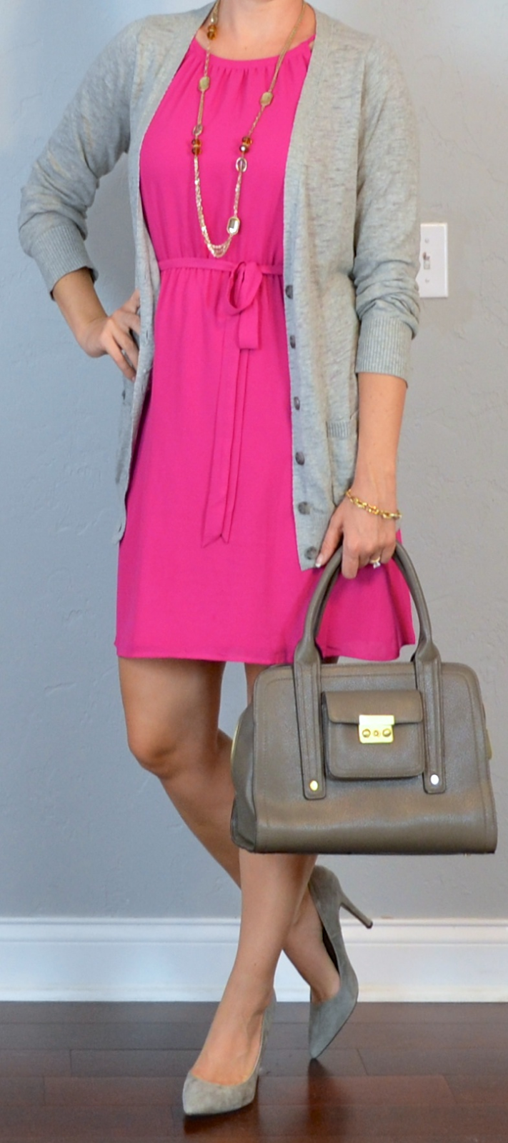 Outfit post hot pink dress grey boyfriend cardigan grey pointed pumps