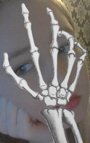 1428597140-bone-handz20150409-34-l6cavl