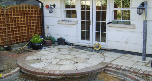 The curves and circles in this design had the effect of vastly increasing the apparent size of the garden.