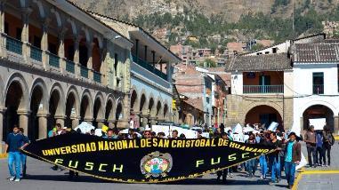 Universitarios marchan en apoyo a estudiantes investigados en Ayacucho