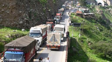 Camiones de carga no circularán por la Carretera Central en feriado largo