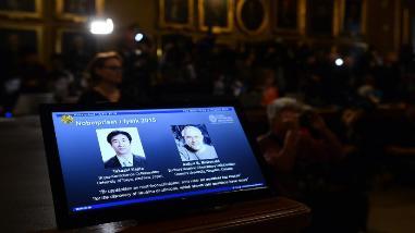 Un japonés y un canadiense ganan el Nobel de Física