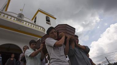 Guatemala: aumentan a 152 los muertos por alud