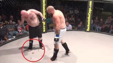 YouTube: peleador de MMA no aguantó las ganas de ir al baño y defecó en la jaula