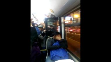 Metropolitano traslada usuarios con puerta abierta