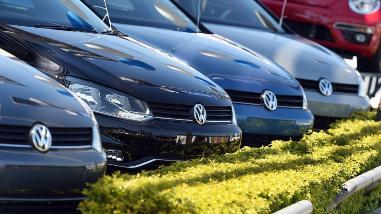 Volkswagen presenta plan para reparar software y motores trucados