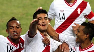 Perú vs. Colombia: Carlos Zambrano jugará con vendaje en las costillas
