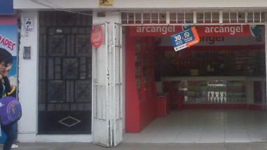 Huaral: delincuentes asaltan botica y agreden a personal de venta
