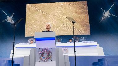 FMI usó las Líneas de Nasca para explicar el futuro económico mundial