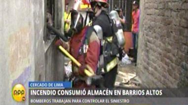 Incendio consumió almacén en Barrios Altos