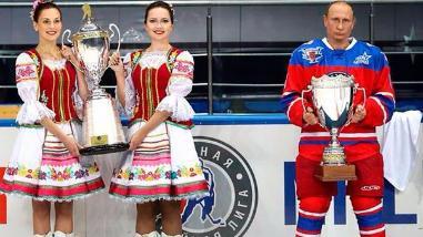 Vladimir Putin celebró sus 63 años jugando hockey