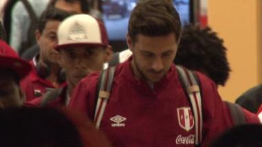 Selección Peruana recibió respaldo del hincha a su llegada a Lima