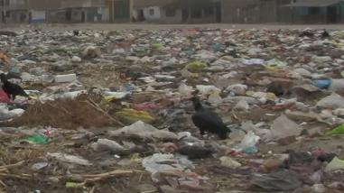 Yurimaguas: trabajadores realizan limpieza de basura tras huelga