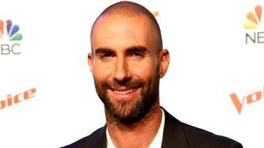 Adam Levine: así reaccionó Twitter ante su cabeza calva
