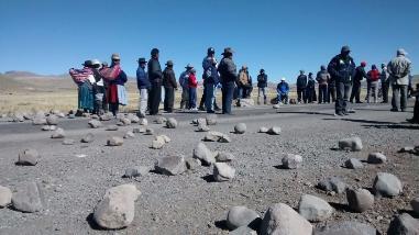 Por segundo día continúa bloqueada la carretera Puno-Moquegua